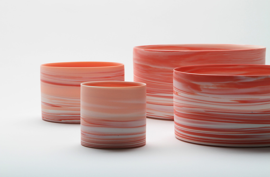 Schalen <em>Shadowed Color Red Cylinder set</em>, 2013. Porzellan, Ton, 19,5 × 9,7 cm.
